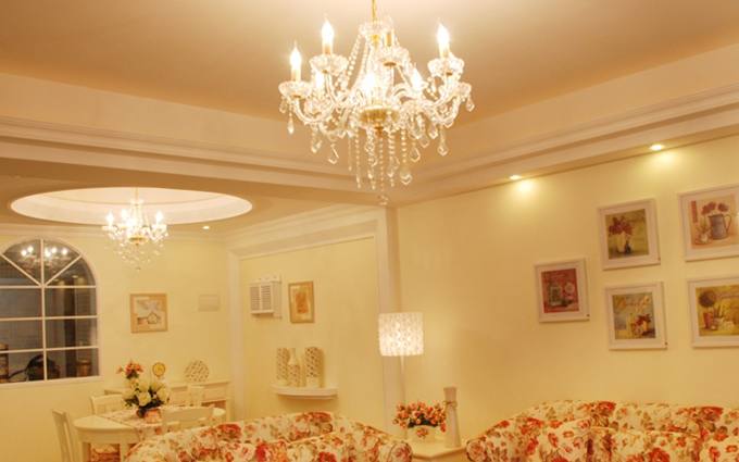 Lưu ý nhỏ khi chọn đèn chùm cho không gian phòng khách